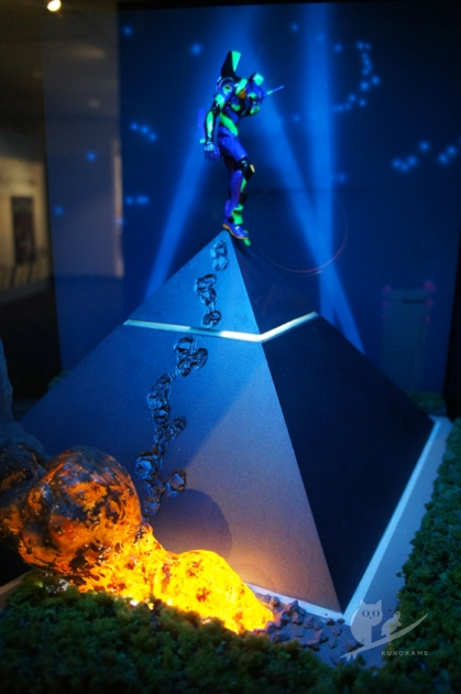 エヴァ新幹線特別展示の海洋堂エヴァンゲリオン特製フィギュア