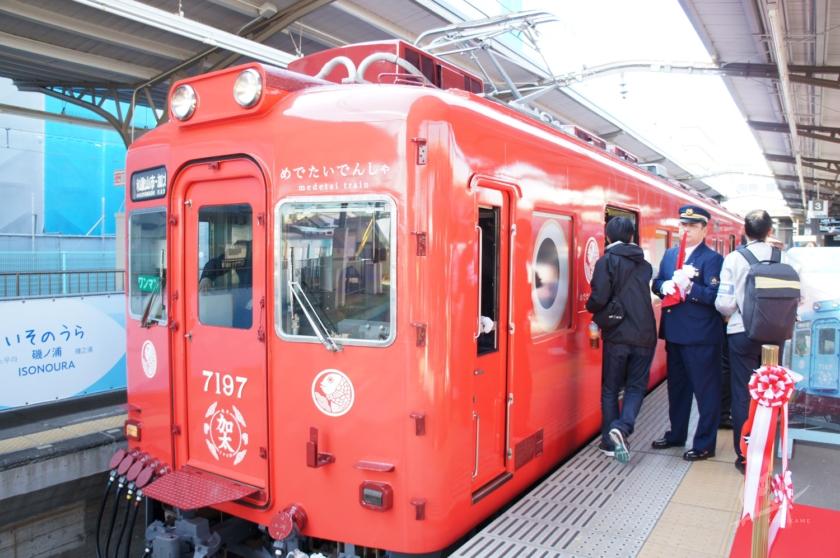 南海和歌山市駅に入線しためでたいでんしゃ・こども