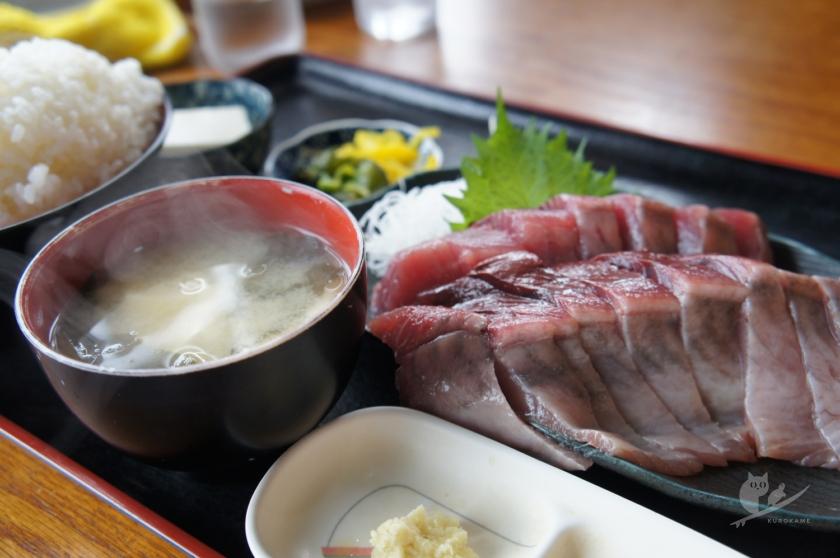 スーパーキッチンかさやのカツオ刺身定食