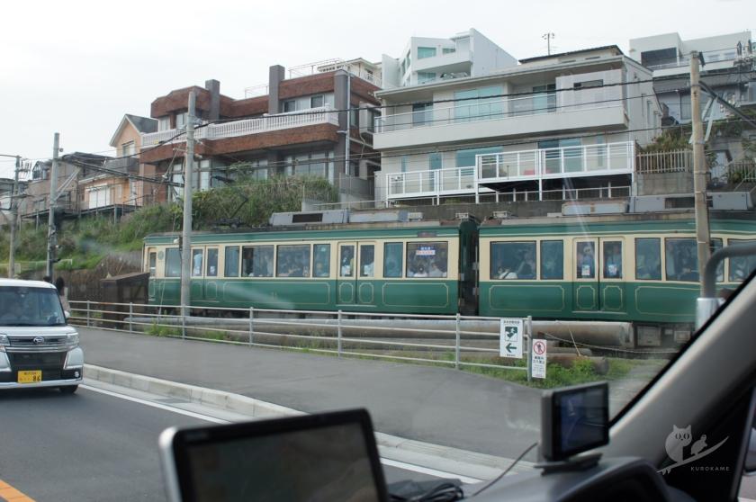 満員の江ノ電