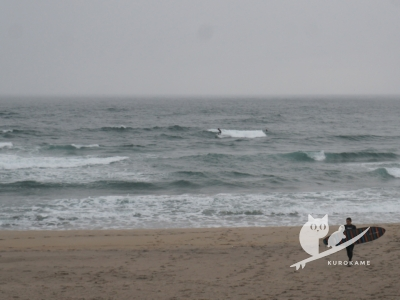 写真:10月10日 鳥取 台風を避けてファンウェーブ!ドア向こうでドッキリ