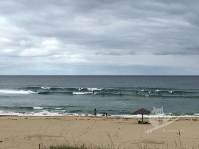 写真:5月19日 丹後 人てんこ盛り割れない降りない走らない波