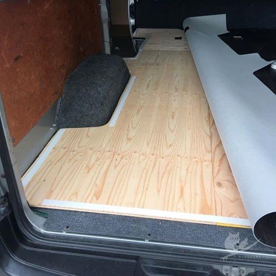 車中泊用車(バン)の床張り