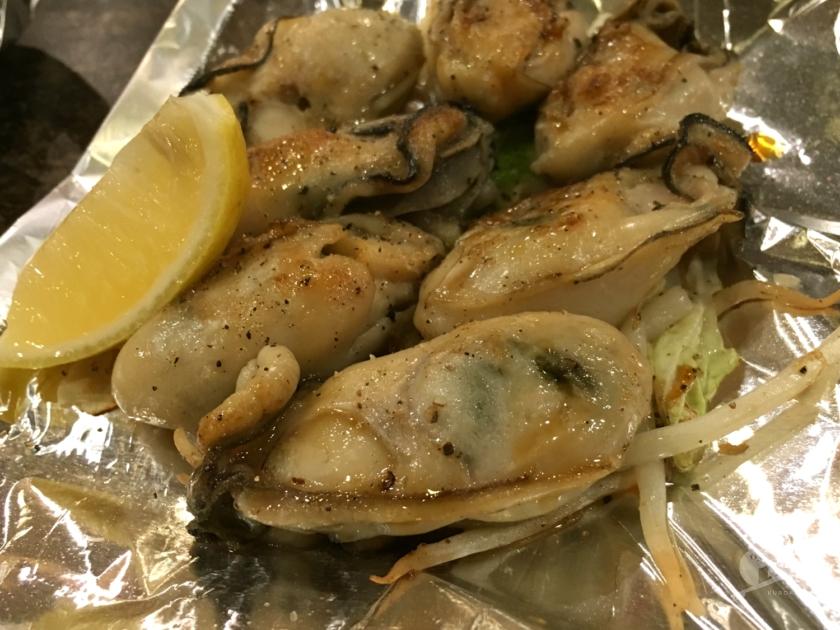 大阪北加賀屋「お好み焼きハウスMON」の牡蠣