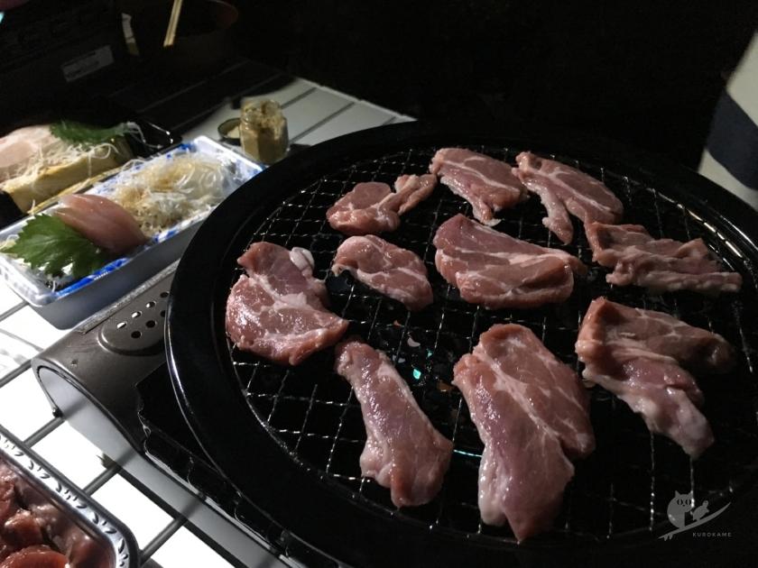 車中泊宴会でラム肉BBQ