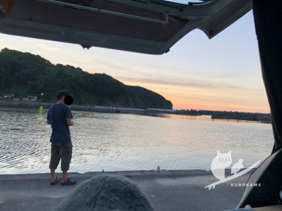 写真:8月16日 日本海 お盆後半は波友とルアーで釣り&小波サーフィン!